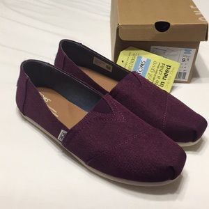 NEW Toms Black Cherry 9.5 burgundy maroon shoes